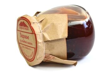 Варенье из сосновых шишек: польза и вред, советы по выбору продукта