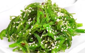 Водоросли вакаме и салат чука: полезные свойства, вред и противопоказания