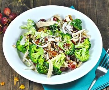 Курица брокколи: польза и вред, рецепт салата