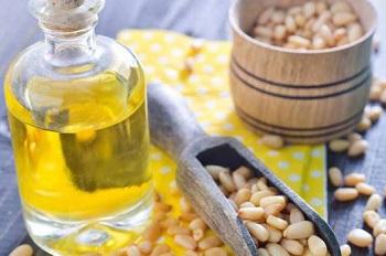 Полезные свойства кедрового масла для организма мужчин и женщин