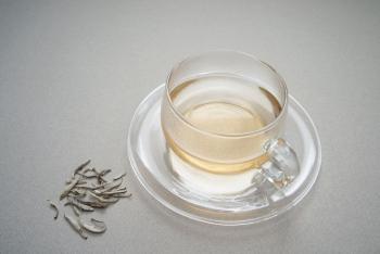 Белый чай: польза и вред для беременных и кормящих женщин